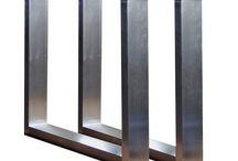 Tischgestelle Edelstahlgestelle / Edelstahl Tischkufen aus unserer Werkstatt Für besonders schwere Tischplatten bestens geignet  Abmessung Höhe: 700 mm Breite: 700 mm Rahmen 120 x 40 x 2 mm  Plattenauflage mit 4 Bohrungen 180 x 80 x 10 mm mit Kunststoffgleiter  Wir verwenden diese Gestelle für unsere 8 cm starken Altholz Platten in Eiche