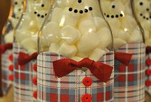 Christmas Themed Food Crafts / It's the season of giving. Here's a collection of simple, cute,  budget friendly and yummy homemade gifts.