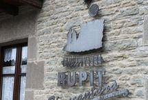 Allotjaments Casa l'Art de Rupit / Casa l'Art és una casa rústica, feta amb pedra i fusta, amb capacitat fins a 10 o 12 persones, ideal per a grups que vulguin gaudir d'uns dies de turisme rural.  http://casalart.cat/