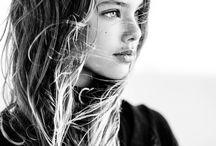 oc || Bibi / half a Genie, Oracle of the Queen; 16, heterosexual, currently living in the Castle of Lastland, Dragona;