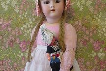 Antic and vintage dolls