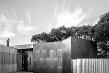 Moonah House / Family home amongst a stand of ancient Moonah trees in Barwon Heads by Auhaus Architecture