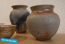 Keramiek / Werk van diverse keramische kunstenaars, van objecten tot gebruiksvoorwerpen, te zien en te koop bij Kunstuitleen Zwolle