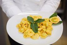 Bistrot Rosso Fuoco / BISTROT ROSSO FUOCO Il Bitrot RossoFuoco è sempre aperto a pranzo dalle 12.30 alle 14.00 e a cena dalle 19.30 alle 22.00. Vi aspettiamo per provare la nostra cucina tradizionale bolognese con pasta fatta a mano.!