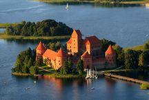 Estonia, Letonia y Lituania / Conoce con nosotros la magia del Báltico. Descubre en nuestros viajes a Estonia, Letonia y Lituania ciudades increíbles y rincones plagados de historia.
