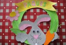 Easter wreath craft idea / This page has a lot of free Easter wreath craft idea for kids,parents and preschool teachers.