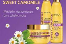 KATIVA SWEET CAMOMILE / Η σειρά KATIVA SWEET CAMOMILE είναι ένα μείγμα από εκχύλισμα χαμομηλιού και μέλι, το οποίο αποκαθιστά το προστατευτικό στρώμα της τρίχας βοηθώντας να διατηρηθεί το ξανθό χρώμα στα μαλλιά ενώ ταυτόχρονα τα προστατεύει από την καθημερινότητα. Εχει σχεδιαστεί για να δώσει περισσότερη φωτεινότητα και φως στα ξανθά μαλλιά και να ενισχύσει κάθε ίνα της τρίχας από το πρώτο λούσιμο. Οι μυρωδιές από χαμομήλι και το μέλι προσφέρουν μια πολυαισθητηριακή εμπειρία σε κάθε εφαρμογή.