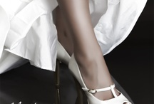 Nuestros zapatos de novia // Our bride shoes / Los zapatos de novia son el elemento clave en el vestuario de la boda. Los zapatos tienen que llevar a la novia hacia el altar para dar el sí quiero definitivo que unirá a hombre y mujer en matrimonio. Bride Shoe, wedding