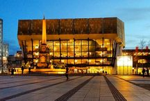 Leipzig / #Leipzig hat sich in den letzten 25 Jahren gemausert und zeigt sich heute den Besuchern gegenüber von ihrer allerschönsten Seite: reich an Geschichte und Kultur, reich auch an landschaftlichen Schönheiten wie dem neu entstandenen #Neuseenland.  Hier werden Eindrücke zur Stadt und zur Umgebung festgehalten