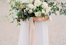 Elegant Outdoor Styled Shoot / Color Palette: Neutrals with pops of color and gold/copper accents