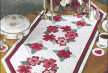 Table Runners and Mug Rugs / Quilted table runners, mug rugs, table toppers, coasters, placemats, potholders. For the tables!
