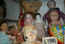 Oude poppen en beren / Oude poppen en beren