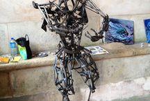 Jean-François Brossier / Exposition d'incroyables personnages métalliques au lavoir de Druyes les Belles Fontaines, Yonne, août 2014