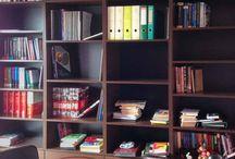 Biblioteczka i kuchnia wykonana w Łodzi - zdjęcia wprost z montażu / Co sądzicie o tej biało śliwkowej kuchni?  Więcej: https://www.facebook.com/msMeble/posts/1034486479952271
