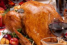 Thanksgiving Meal Recipes / The fall season is one of leaves changing, cooling of the weather, football, and some of our favorite meal based holidays.  Thanksgiving brings on more than just Black Friday deals, but also a time to impress those family members and friends with the recipes you learned over the last 364 days.