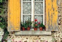 Finestre e porte fiorite