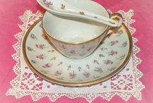 Vintage Cups & Saucers / Beautiful Vintage Cups & Saucers
