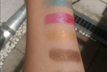 Swatches / Swatches of eyeshadows, lipsticks, pencils and other cosmetic stuff