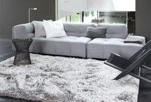 Inspiration grise / Le gris, couleur tendance et épurée qui se marie avec toutes les couleurs et tous les styles. Découvrez nos ambiances déco avec nos jolis tapis gris !  #déco #grise #décoration