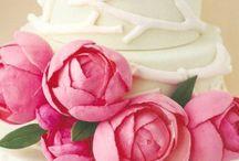 Catering for weddings / O γαμος σας ειναι η σημαντικοτερη ημερα της ζωης σας.  Θα πρεπει να ειναι οπως την εχετε ονειρευτει και να μεινει αξεχαστη σ΄εσας, στην οικογενεια σας και στους φιλους σας. Η εμπειρη επαγγελματικη ομαδα της Petit Catering αναλαμβανει τη δεξιωση του γαμου σας. Ειναι ετοιμη να ικανοποιησει τις επιθυμιες σας και να δημιουργησει την εκδηλωση που ονειρευεστε. Η ποιοτητα και η παρουσιαση των εδεσματων, το αψογο service και το art de la table θα εντυπωσιασουν και τον πιο απαιτητικο καλεσμενο.