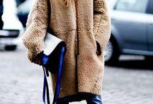 оверсайз / Массивные шерстяные пальто и джемперы - тренд нового сезона. Ищи их в love2shop и вдохновляй друзей новым образом.