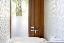 Ванная комната в белом цвете / На этой доске мы выкладываем наши интерьеры ванных комнат и другие интересные идеи выполненные в современном стиле, в которых основную роль играет белый цвет.