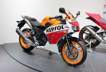 2016 Honda CBR300R Review | Sport Bike CBR Models - Specs / Pictures + More / 2016 CBR300R Sport Bike Comparison of Specs vs Yamaha R3 / Ninja 300 Kawasaki Motorcycles | HondaPro Kevin