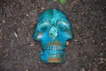 blue skull / bronze skull with oxyde