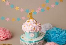 Sesión fotos Smash Cake / Sesión de fotos para celebrar el primer añito de vida. Consiste en una sesión fotográfica muy espontánea del bebé junto a una tarta personalizada. El resultado es ¡super divertido!