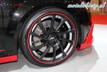 Audi TT Coupe ABT / Podczas zakończonych kilka dni temu targów Essen Motor Show tuner ABT zaprezentował specjalny pakiet przygotowany dla Audi TT RM 2014. W zakres pakietu wchodzą: nowe zderzaki i nakładki progowe, dyfuzor i końcówki wydechu, a także unikalne 20-calowe felgi. TT pokryte zostało matową czernią, z którą kontrastują czerwone wstawki. Ponadto tuner zastosował chiptuning, dzięki czemu z moc 230-konnego, silnika benzynowego TFSI o pojemności 2,0-litra udało się zwiększyć do 310 km.