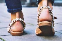 >> Les sandales de l'été !! / Nu-pieds, à talons, compensés les sandales sont les stars de l'été cette saison! Découvrez les toutes sur #monshowroom.com