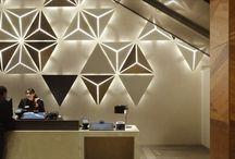 Lámparas de pared / Modernos diseños de lámparas que se instalan sobre una superficie vertical.