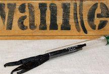 Vanille Shop Produkte / Eine Collage von Produkten, die im Vanille Shop erhältlich sind.