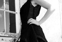 La Petite Robe Noire (& Blanche) / Défilé Art'Smod 2016 photographe: Stéphane Poirier styliste: Fabienne Dimanov Paris