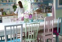 kitchen ideas / Pastle colours with floral touches