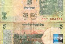 Billets Inde / Les billets de banque Inde en circulation sont : 5, 10, 20, 50, 100, 500, et 2000 roupie indienne. Afin de lutter contre la fraude fiscale, dans une démarche historique et sans précédent, le gouvernement indien a supprimé les billets de banque de 500 et de 1000 roupies le 8 novembre 2016 en provoquant une panique générale. Les nouveau billets de 500 et 2000 roupie ne sont pas toit à fait en circulation, très difficile à les trouver en France.
