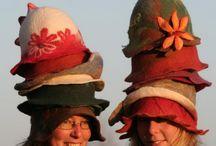 HATS - klobouky, čepice a jiné pokrývky hlav z vlny / ATELIÉR - NA VLNĚ - JINDŘICHOVICE POD SMRKEM - RUČNÍ ZAKÁZKOVÁ VÝROBA PLSTĚNÝCH KLOBOUKŮ PRO DÁMY, PÁNY I DĚTI -