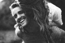 O amor esta no ar / Foto de casais apaixonados, se beijando. Multimídias legais para você usar no seu livro ou em qualquer coisa que você precise para dar 'ar' a sua criatividade.