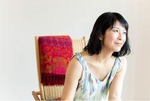 野島 裕子(YUKO NOJIMA) / 大手化粧品会社、外資系ラグジュアリー化粧品ブランドで広報の仕事に携わること15年。2013年に独立し、フリーランスのPRとして活躍。また、同時にルーシーダットンのインストラクターとしても活躍。現在は原宿のスタジオでプライベートレッスンを行いながら、avity代官山スタジオにて、岩盤浴の中でルーシーダットンのクラスを担当。そのほか、オフィスや個人宅への出張レッスンも行う。 http://www.korat-japan.com/ 野島さんのブログ http://ameblo.jp/yuko-rusie/