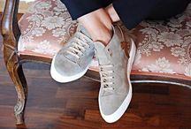 Sneakers ELLA-D / Le scarpe e gli accessori ELLA-D sono prodotti interamente in pelle e fatti a mano nel nostro atelier di produzione. Il lavoro degli artigiani italiani del piccolo borgo di Sant'Elpidio a Mare nelle Marche porta nel mondo prodotti unici e di qualità.