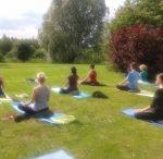 Joga dla zestresowanych / Joga daje relaks, odprężenie, poprawia sprawność fizyczną i zdrowie. Wprowadza w dobry nastrój i łagodzi stresy. Proponujemy ćwiczenia relaksacyjno-rozciągające dla każdego w każdym wieku według klasycznej szkoły jogi Swamiego Sivanandy oraz Mindful Jogi.