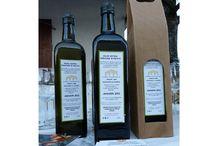 Olio d'oliva extravergine Tenuta Neri / Il nostro olio extravergine d'oliva è ottenuto da olive di nostra produzione tramite procedimento meccanico a freddo: le olive vengono portate al frantoio entro 48 ore dalla raccolta per salvaguardare la qualità dell'olio. Ha un'acidità dello 0,2 %, ottimo per accompagnare qualsiasi piatto delle vostre tavole. Varietà di olive: autoctona Carbuncion di Carpineta, Leccino, Frantoio, Correggiolo, Selvatico.