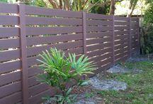 Vinyl Wood Grain Privacy Fences / Enduris Wood Grain Vinyl Fences