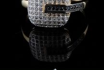 Anel folheado a ouro 18k e cravação de zircônias tarsnlúcidas , estilo Art Deco.Visite a vitrine www.toquexique.com.br