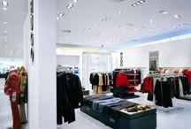 Iluminación / La iluminación de los diferentes locales comerciales llama a determinado tipo de clientes.