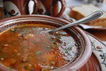 Restaurantul Rustic / Restaurantul Rustic, autentic colţ de glie românească, propunea oaspeţilor savuroase preparate tradiţionale din bucătăria bunicii.