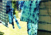 SHIBORI ARTE TEXTIL /  El SHIBORI (tie dye ) es una técnica de teñido sobre tela que limita el paso de la pintura a través de nudos, atados y distintos obstaculos cuya utilización caprichosa, forma un juego entre el tinte y la seda utilizada. El Shibori es una de las tecnicas más antiguas para decorar tela . Su origen se remonta casi con seguridad a la China del s. VI, período en el que también en India se practicaba.