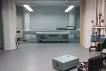 Our newest printer; the Arizona 460GT / Setting up our new UV flatbed printer.