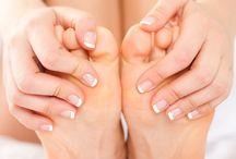 Fod peeling maske / Sommer fødder, dejlige bløde fødder på en nem måde, bliv fri for fil og hårde fod behandlinger.  Super nem at anvende. 1. Sæt dine fødder i et sæt fodmaske. 2. Lad fodmasken virke i ca. 30 minutter. 3. Skyl grundigt dine fødder. 4. Vent i ca 10 dage, dine fødder begynde at skalle. Denne proces kan godt vare 3 uger hvis du har meget hård hud. 5. Dine fødder er efter denne proces bløde og spmmerklare.
