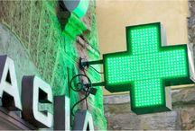 Mobilier si solutii specializate pentru farmacii / Sertare cu compartimentare interna, frigidere specializate pentru farmacii, cruci de interior si de exterior, panouri personalizabile cu LED.